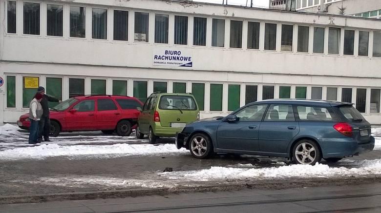 Tramwaj i 4 samochody zderzyły się na Kopernika [ZDJĘCIA]