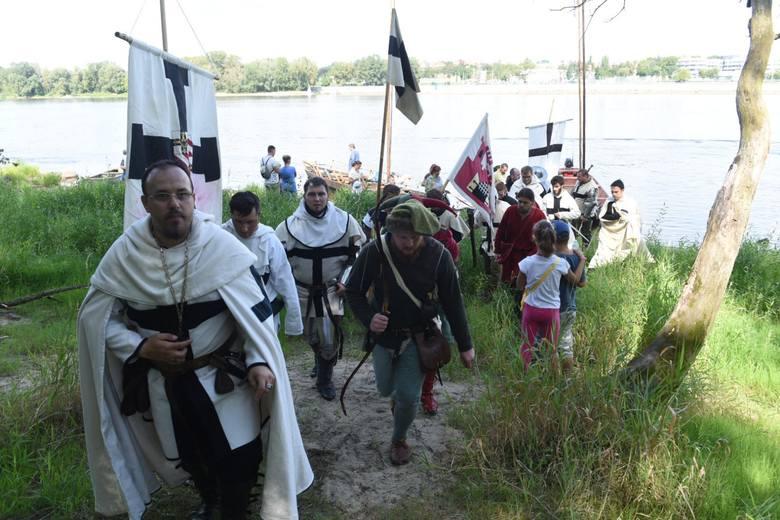 Przez całą sobotę, 26 sierpnia, na zamku dybowskim będą odtwarzane wydarzenia z 1431 roku, kiedy to doszło do ataku Krzyżaków na polską warownię. Atak