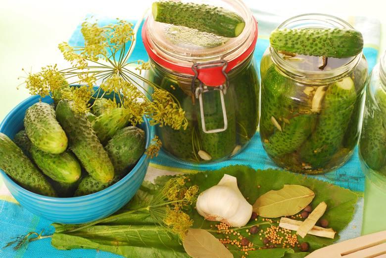 Jednym z najważniejszych elementów warzywno-owocowej diety dr Dąbrowskiej są warzywa kiszone, a zwłaszcza ogórki.
