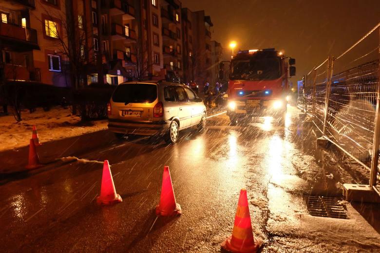 W czwartek, o godz. 19.21, strażacy otrzymali kilka zgłoszeń o pożarze na Nowym Mieście w Białymstoku.Zobacz też:Pożar na Nowym Mieście. Palił się blok