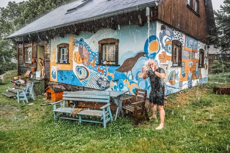 Modra Chata na Kociewiu, Jastrzębie Skarszewskie 17Modra Chata to całoroczny dom wakacyjny z doskonałą energią do twórczego relaksu i beztroskiego chill-outu.