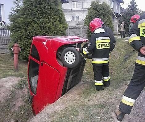 Nietypowo wyglądał wypadek, który rozegrał się we wtorek, 16 lipca, około godziny 18 w Krajnie II w gminie Górno pod Kielcami. Tędy w kierunku drogi