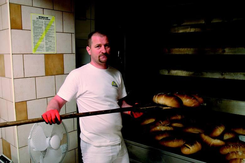 Sławomir Kmieć - jeden z bohaterów albumu - codziennie wstaje o godz. 3.15, by z Rataj dojechać do piekarni na ulicy Dąbrowskiego.