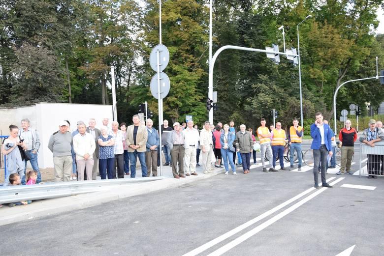 Wiadukt w Krzeszowicach otwarty. Jest bezpieczniej, pojazdy jeżdżą nad torami kolejowymi