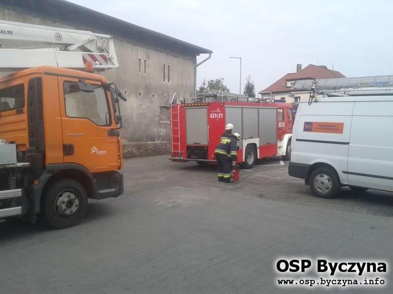 Dzisiaj przed godz. 10.00 doszło do pożaru transformatora przy ulicy Hotelowej w Byczynie.
