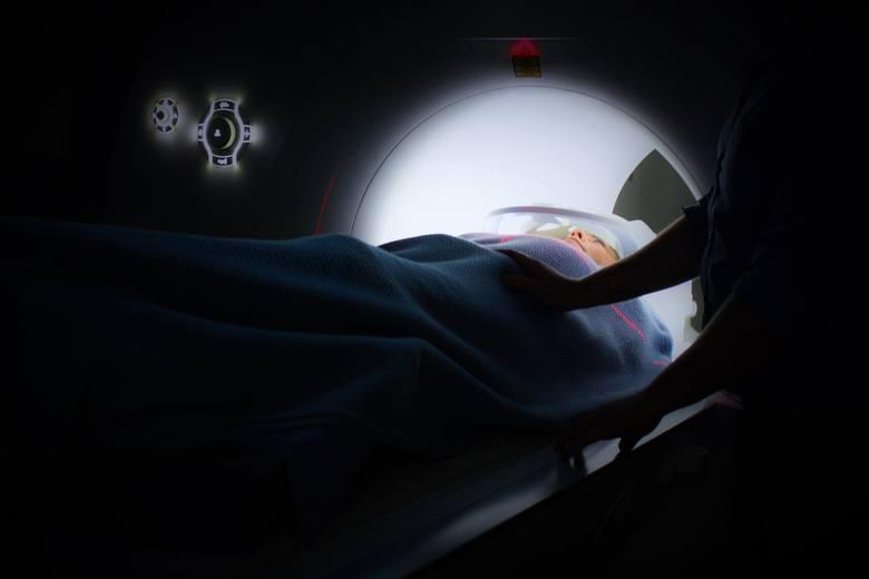 <strong>Tomografia komputerowa<br /> </strong>Tomografia w medycynie ma wiele zastosowań. Pozwala szybko i bezboleśnie zdiagnozować przewlekłe schorzenia, choroby nowotworowe oraz krwawienia i zatory wewnętrzne a także skutki urazów. Tomografia komputerowa nie należy do tanich. To specjalistyczne badanie,...