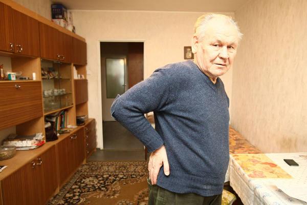 Stanisław Skowronek przewrócił się na wiadukcie przy ul. Aleksandrowskiej. Dotkliwie stłukł biodro i rękę.