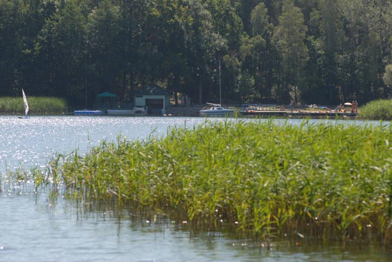 Jezioro Niesłysz i położone nad nim Niesulice oraz Przełazy działają jak magnes. Czysta woda, piękna, zielona oprawa jeziora
