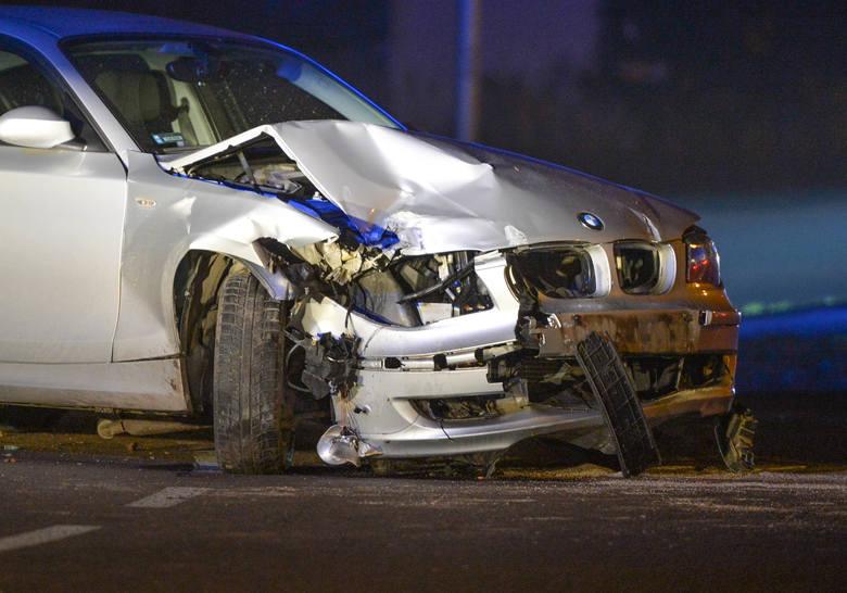 Do zdarzenia doszło w poniedziałek około godz. 20.30. Kierujący BMW, 18-latek z pow. jarosławskiego jechał z pasażerką ul. Lwowską w Przemyślu. Młody
