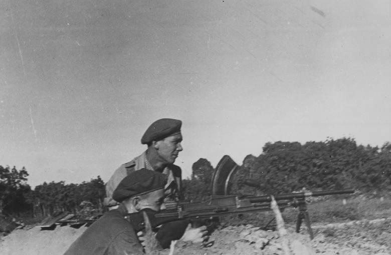 Zygmunt Jatczak w czasie operacji na Plantacji Franchini w Indochinach (1950 r.)