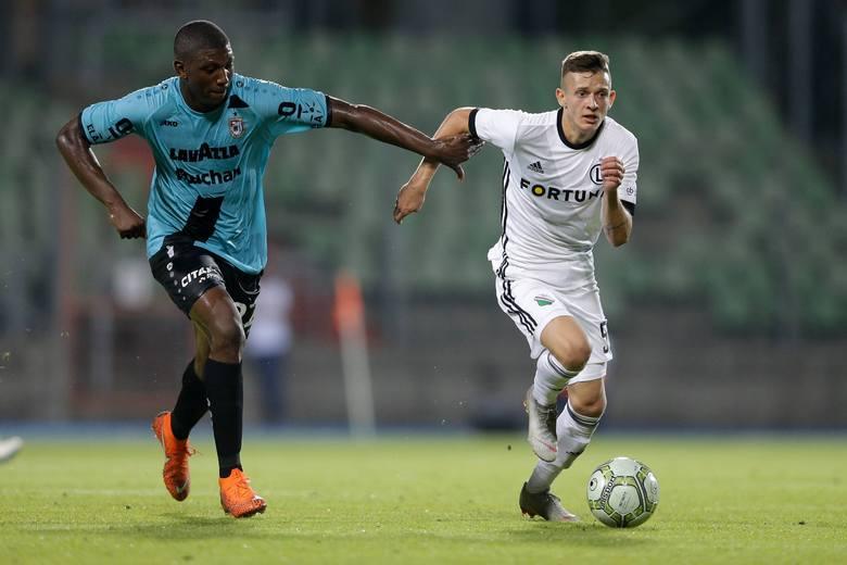 Kluby Ekstraklasy przed sezonem 2019/2020 wyprzedały wielu swoich kluczowych piłkarzy. Najlepiej zarabiają oczywiście na młodych Polakach. Zobaczcie
