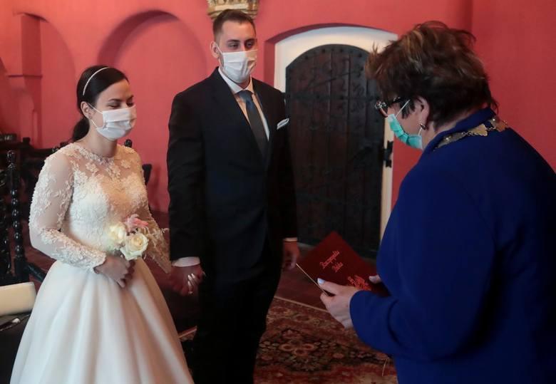 Małgorzata Janik-Lasota, od 19 lat właścicielka sali weselnej Saxonia, pytana o liczbę zaplanowanych u niej wesel mówi krótko: dramat. Ostatnie odbyło