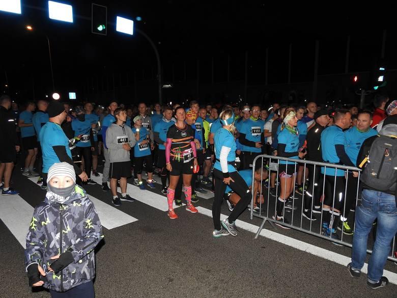 Ponad 1300 biegaczy stanęło do rywalizacji podczas sobotniego wieczornego biegu Nocnej Piątki (na 5 km) na ulicach Białegostoku