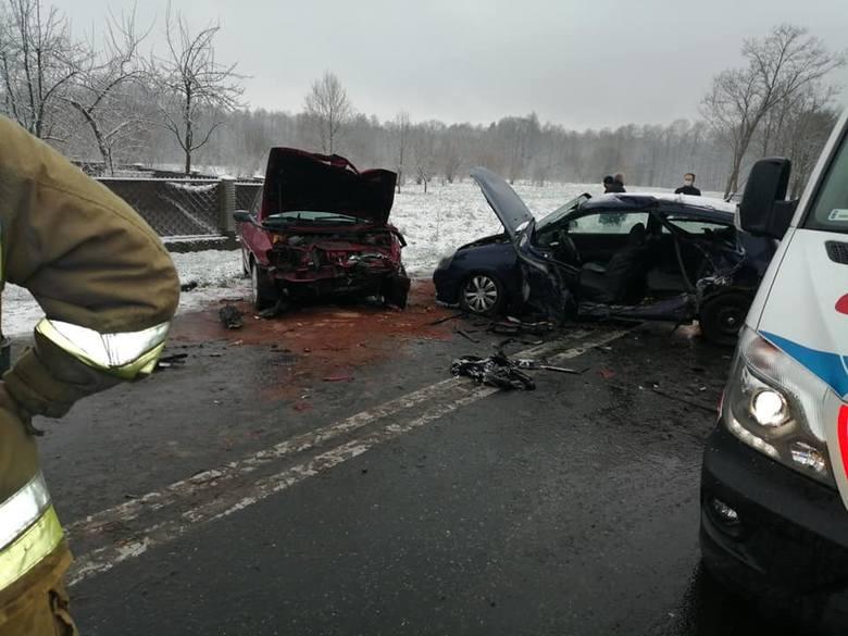 Libiąż. Wypadek na DW 933. Zderzyły się dwa samochody. Jedna osoba została ranna [ZDJĘCIA]