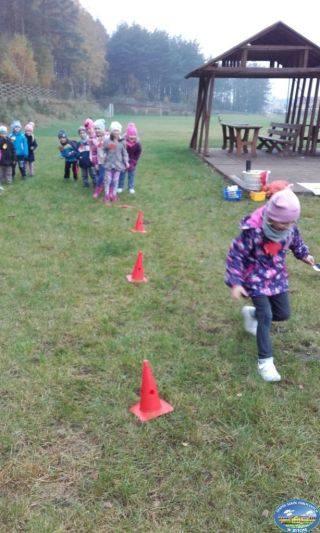 """Dzieciaki z klasy zerowej Szkoły Podstawowej w Bytoniu świętowały Dzień Ziemniaka. Było mnóstwo zabawy, konkurencje sportowe. Dzieci wykonały  """"cudaczki"""