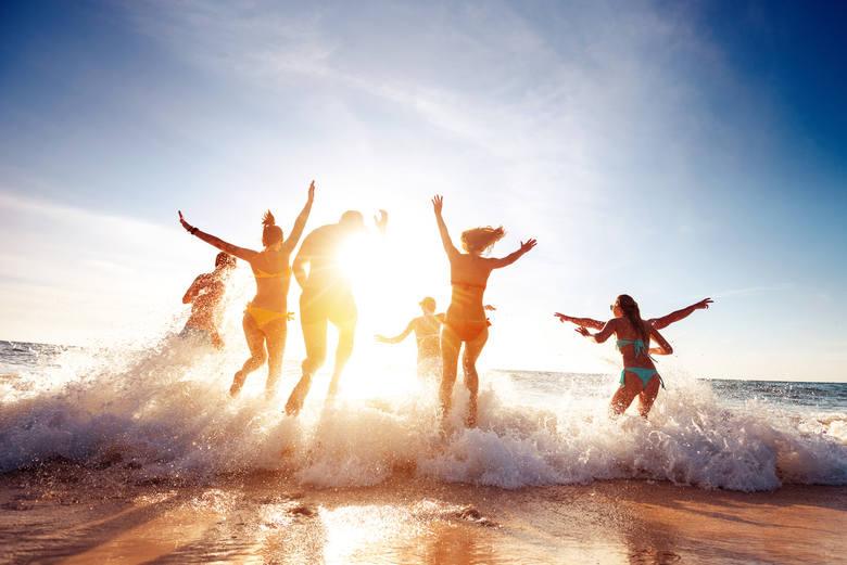 Najczęstsze grzechy plażowiczów: takie zachowania nie tylko wkurzają, ale są niebezpieczne. Tego nigdy nie rób nad wodą