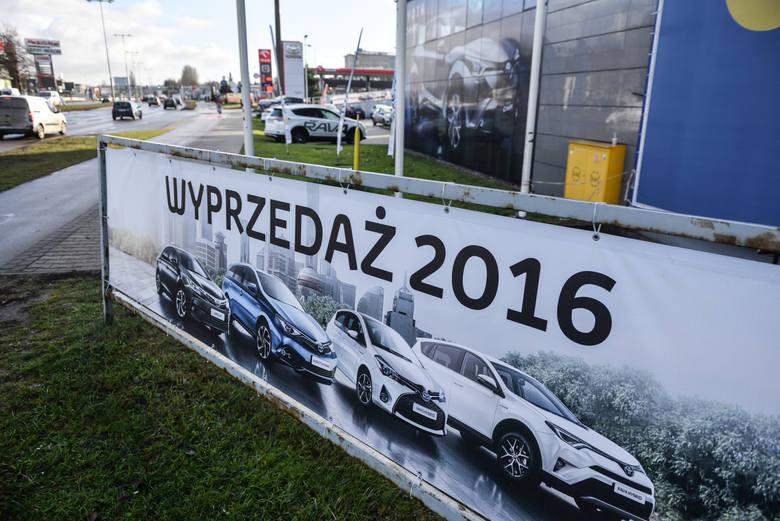 Kolejny rok okazał się lepszy od poprzedniego. W 2016 r. w Polsce zarejestrowano aż 475 935 samochodów. Zobaczcie, jakie nowe auta najczęściej sprzedawały