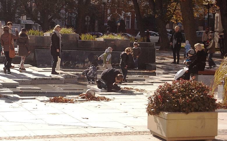 Ul. św. Mikołaja. Skwer oblegany przez białostoczan (zdjęcia)