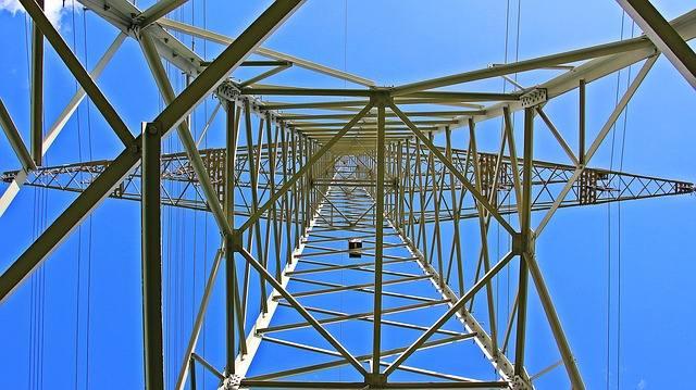 Zmieniamy sprzedawcę prądu coraz chętniej, bo oszczędzamy
