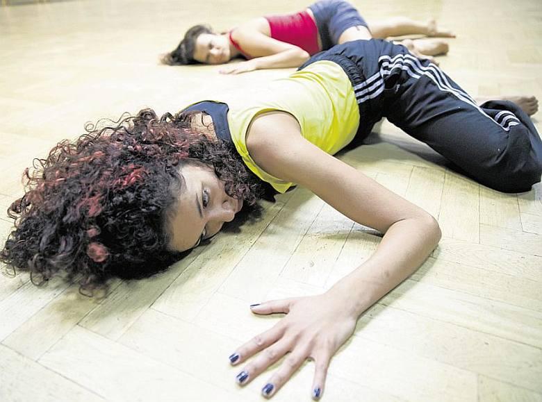 Dominika Kimaty (z przodu) i Julia Dondziło oczarują widzów niezwykłymi układami choreograficznymi