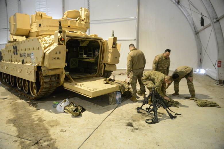 Kilkaset metrów dalej znajduje się wojskowy warsztat naprawczy.