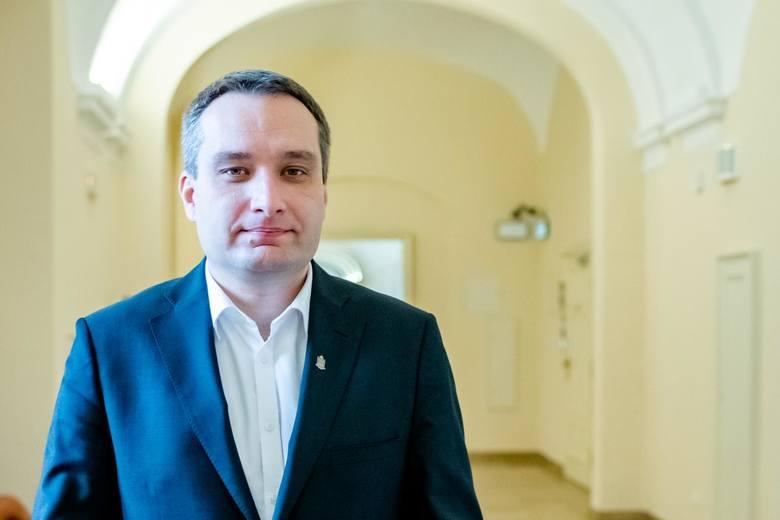 Mariusz Wiśniewski, zastępca prezydenta Poznania i polityk PO, przekonuje, że zlecenie druku kart głosowania jest w tym momencie bezprawne i stanowi