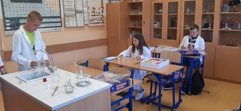 Nowa pracownia chemiczna w szkole podstawowej w Psarach Starej Wsi