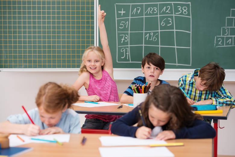 Kiedy będą znane podstawy programowe?Do końca stycznia 2017 r. trwały konsultacje ws. podstaw programowych dla szkół podstawowych. MEN przewiduje, że