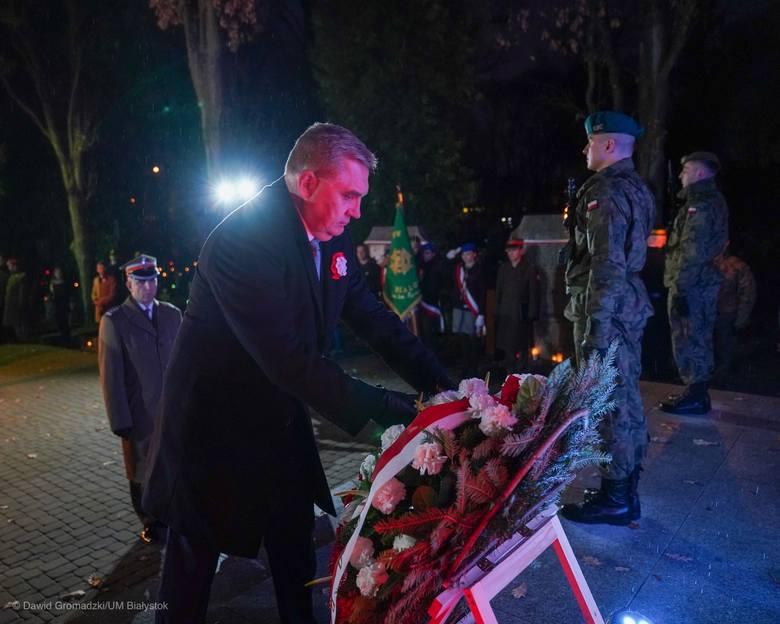Białystok. Prezydent Tadeusz Truskolaski oddał hołd poległym żołnierzom z okazji 101. rocznicy Odzyskania Niepodległości [ZDJĘCIA]