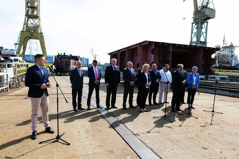 Wybudują prom w Szczecinie według zagranicznego projektu - zapewniał minister Gróbarczyk