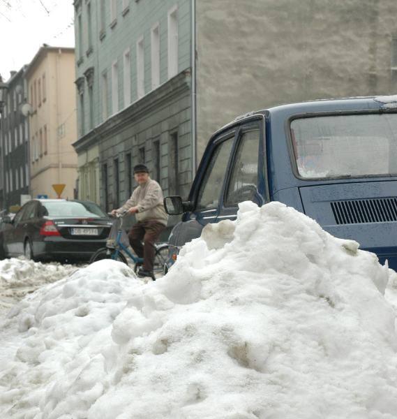 Śnieg z centrum Brzegu zostanie wywieziony