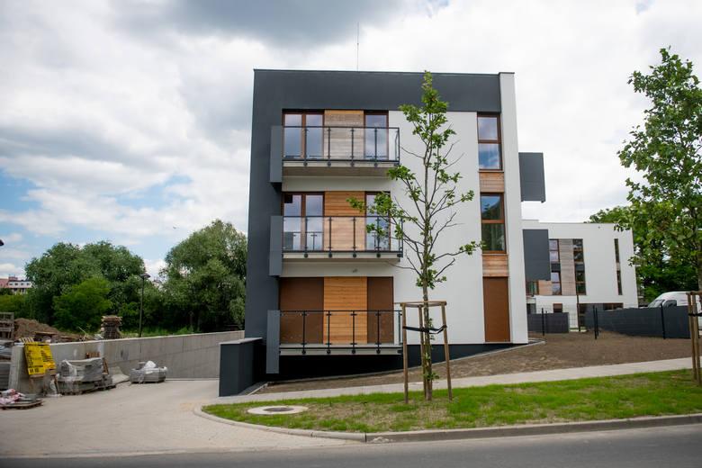 Ci, którzy kupili mieszkania w budynku Śródka OdNowa i je urządzili mieli nadzieję, że wprowadzą się do nich wkrótce.
