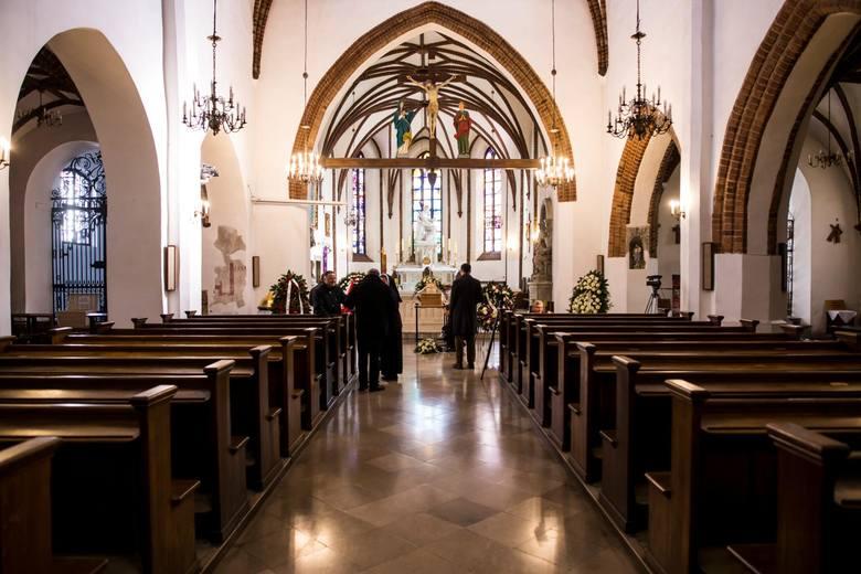 Msza święta w czasach pandemii. Dyspensa od obowiązku udziału w niedzielnych mszach św. przedłużona