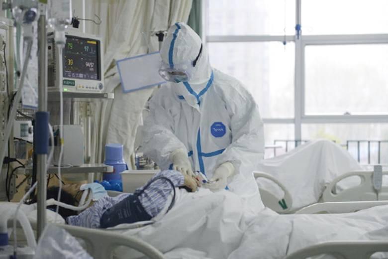 Koronawirus w Chinach. 11-milionowe Wuhan odcięte od świata. Przez śmiertelny wirus nCoV zmarło już 18 osób. Ile osób już zachorowało? 557 osób.