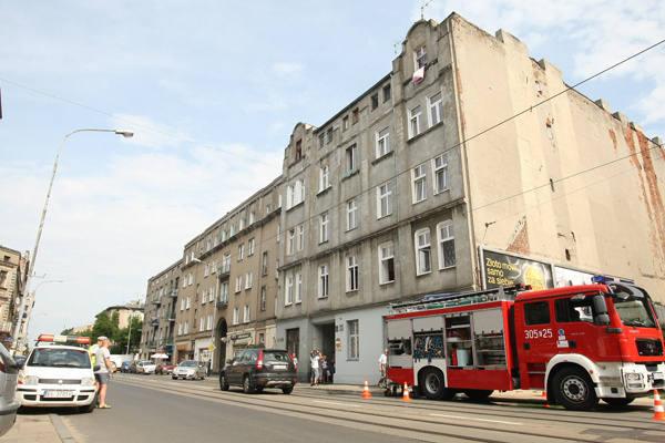 Do pożaru doszło na pierwszym piętrze kamienicy przy ul. Przybyszewskiego 61.