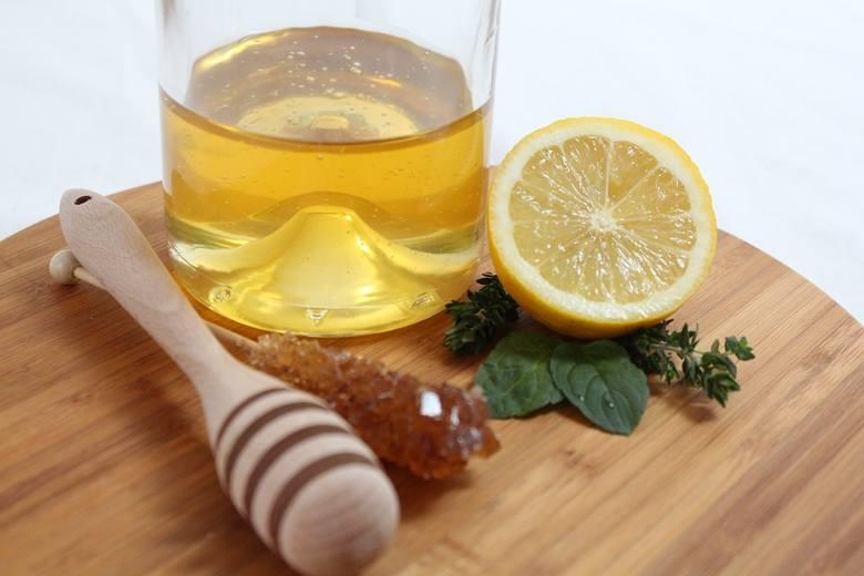 Miód ma wiele prozdrowotnych działań. Wybierz najlepszy dla siebie. Na przeziębienie, osłabienie, odprężenie... Jaki miód na co? >>>
