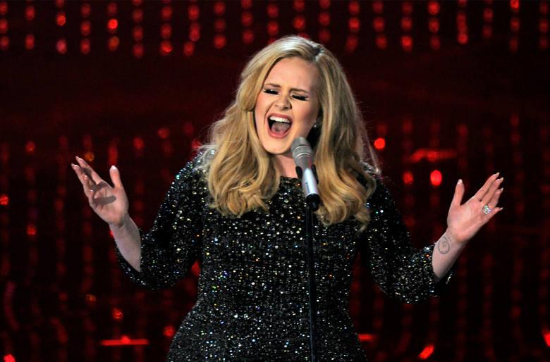 """Singiel Adele """"Hello"""" bije rekordy oglądalności"""