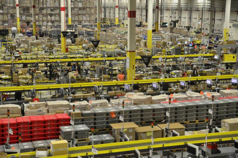 Około 40-letnia pracownica firmy Amazon zmarła podczas pracy. Wcześniej u kobiety doszło do zatrzymania krążenia.