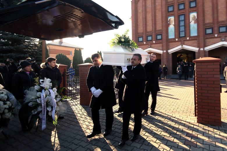Rówieśnicy i nauczyciele zapamiętają Filipa jako grzecznego i spokojnego chłopca. Na jego pogrzeb przyszli z białymi kwiatami. Nabożeństwo żałobne odbyło