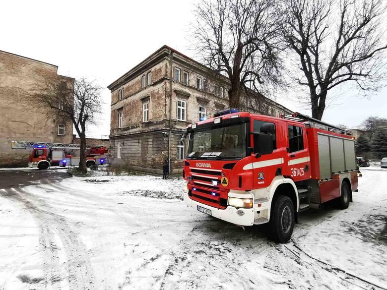 Pożar w Przemyślu. Paliło sięw kamienicy przy ul. Smolki. W akcji 3 zastępy strażaków [ZDJĘCIA]