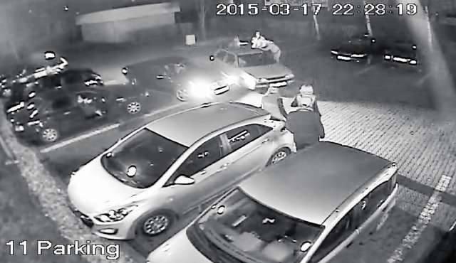 Furia kierowcy volkswagena golfa w obiektywie kamery monitoringu. Najpierw potrącenie przodem, po chwili tyłem. Policjanci już namierzyli sprawcę. Wnosili