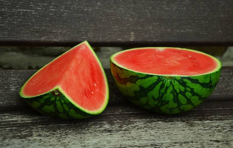 W naszych ogródkach coraz częściej pojawia się arbuz. Nie tak dorodny jak z marketu, ale własny.