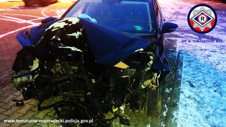 Śmiertelny wypadek. W rozbitym samochodzie znaleziono narkotyki