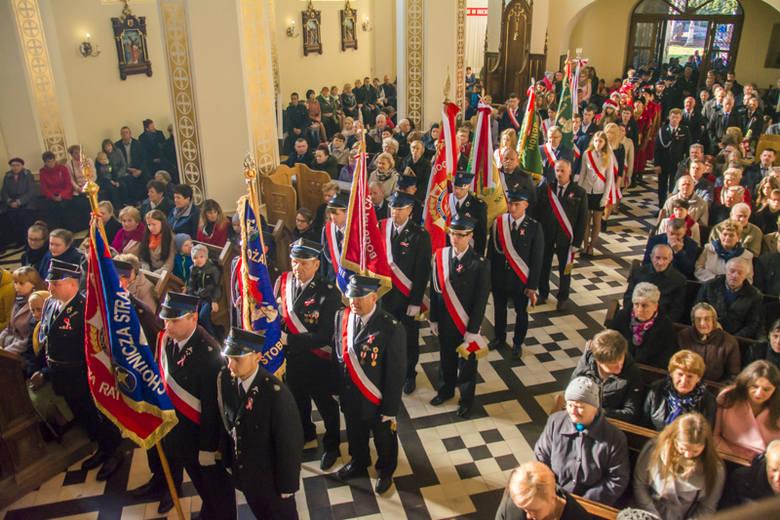 Stulecie Odzyskania Niepodległości w gminie Iwaniska. Świętowano z pieśniami i tańcami patriotycznymi
