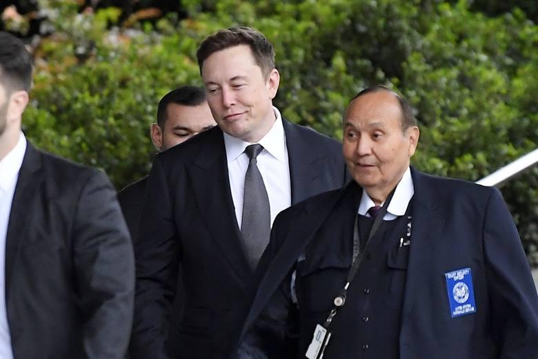 """Na zdjęciu Elon Musk. Elon Musk nie musi płacić za zwrot """"pedo guy"""". Vernon Unsworth, brytyjski ratownik, domagał się 190 mln dol."""