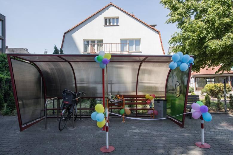 W maju ławki do karmienia naturalnego pojawiły się też w Bydgoszczy. Pierwsza stanęła na Wyspie Młyńskiej w pobliżu istniejącego placu zabaw, druga powstała na terenie kampusu Wyższej Szkoły Gospodarki. Obie mają wiatę i przewijak