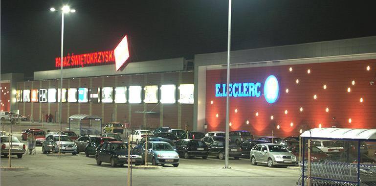 Butiki w Pasażu Świętokrzyskim w Kielcach na osiedlu Ślichowice i supermarket E.Leclerc urządzają dzisiaj, w piątek, Wieczór Gorących Cen.