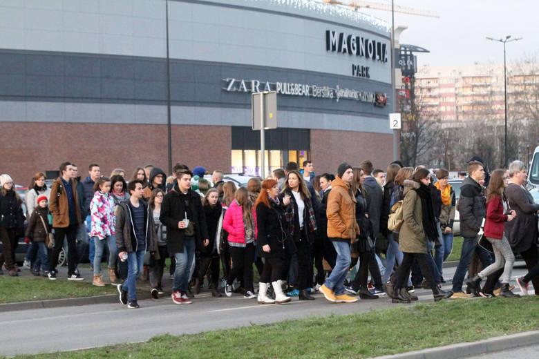 Szał przedświątecznych zakupów we Wrocławiu. To już ostatni weekend przed mikołajkami - widać to dziś doskonale we wrocławskich galeriach handlowych