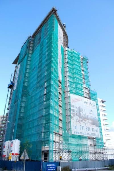Znajduje się przy ulicy Bandurskiego 96, jego budowa rozpoczęła się w 2006 roku i zakończyła w czerwcu 2009 roku. W skład 18 kondygnacyjnego kompleksu