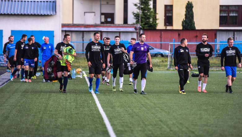 Piłkarze Zawiszy rozpoczęli treningi przygotowujące ich do sezonu w A - klasie
